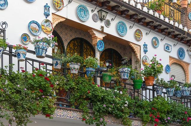 Normativa sulle Fioriere e i Vasi nei Balconi