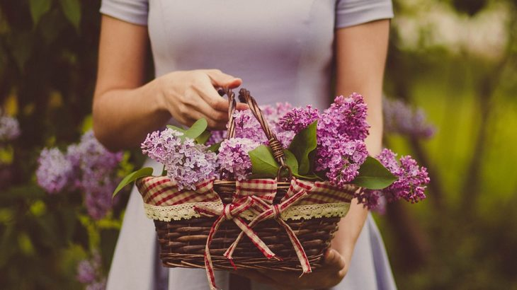 regalare fiori donna