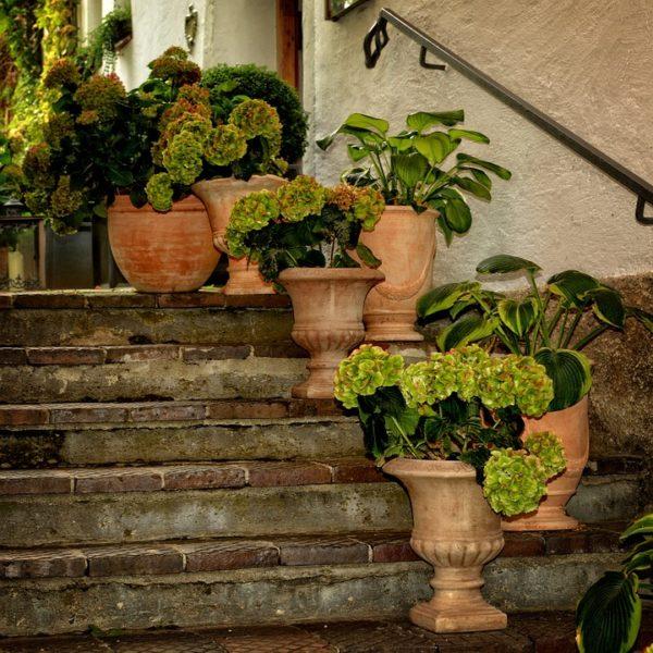 Come scegliere vasi e contenitori per il terrazzo o balcone for Vasi in terracotta prezzi